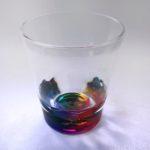 ニトリの『タンブラー レインボー』が虹色に見える超キレイなコップ!