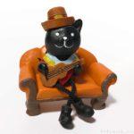 ダイソーで黒猫の『足ぶらぶらハロウィン ミニチュア置物』が超カワイイ!