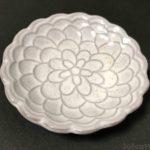 100均セリアの『豆皿 花こひき』が小さいサイズのお皿で可愛い!