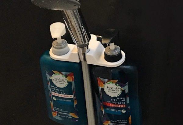 100均の『シャワーホルダー用ボトルホルダー』がシャンプーの置き場所に便利!