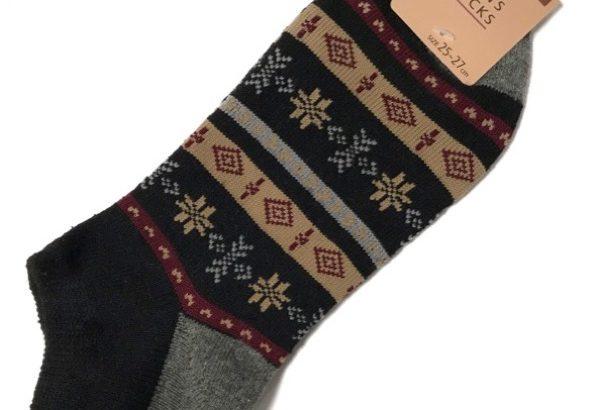 100均のスニーカー丈の靴下『MENS SOCKS』が雪幾何柄でオシャレ!