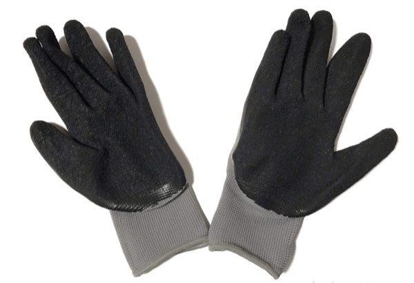100均の作業用手袋『ゴムグリップグローブ』が滑り止めでピタッとフットで便利!