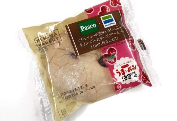 ファミマの『クランベリー&チーズクリームパン』が超おいしい!