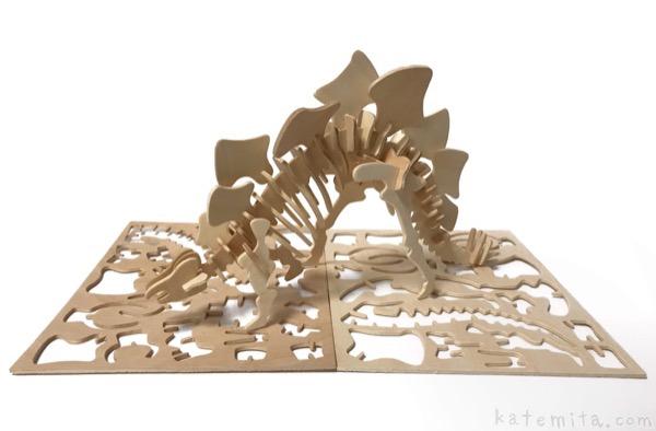 100均セリアのウッドクラフト『恐竜 ステゴサウルス』が骨格でカッコイイ!