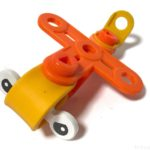ダイソーの『組み立て飛行機』は小さな機体の知育玩具でイイ!!
