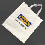 IKEAのロゴが入った白バッグ『クラムビー』が丈夫でイイ!