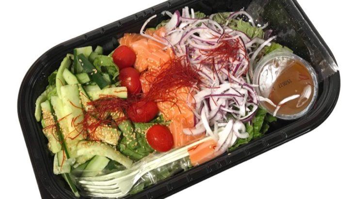 コストコの『サーモンチョレギサラダ』がピリ辛にごま油の風味で超おいしい!