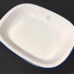 100均の青い縁取りの白いお皿『SAI プレートLホワイト』が可愛い!