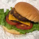 コストコの『チーズバーガー』がお肉ギッシリで超おいしい!