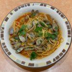 サイゼリヤの『スープ入りトマト味ボンゴレ』がパスタにアサリ山盛りで超おいしい!
