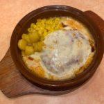 サイゼリヤの『ホワイトソースのチーズハンバーグ』が濃厚な味にトマトで超おいしい!