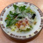 サイゼリヤの『彩りイタリアンサラダ』がペコリーノのチーズで超おいしい!