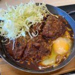 かつやの『デミたまメンチカツ鍋定食(玉子のせ)』が濃厚デミグラスソースで超おいしい!