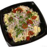 コストコの『コーンビーフポテトサラダ』がマスタードの味にトマトとチーズで超おいしい!