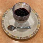サイゼリヤの季節限定『カシスとブルーベリーのパンナコッタ』が果肉たっぷりで超おいしい!