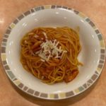 サイゼリヤの『パルマ風スパゲッティ(トマト味)』がチーズとお肉で超おいしい!