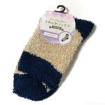 100均の『ふわふわソックス ミックスヤーン』がシンプルな2色の靴下!