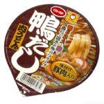 コープの『マルちゃん 鴨だし肉うどん』が濃いダシの味に豚肉で超おいしい!