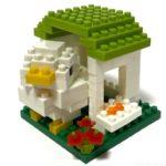 100均セリアの『ことりのおうち④むらさき(キッズブロック)』が白い鳥に緑の屋根!