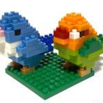 100均の『ミニバード マメルリハ&ボタンインコ(キッズブロック)』が2羽で可愛い!