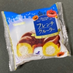 ヤマザキの『フレンチクルーラー』がホイップクリームたっぷりで超おいしい!