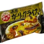 明治の『満足丼 濃厚ガーリックライス』ホワイトソースとミートソースで超おいしい!