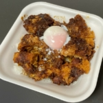 かつやの『コクうま味噌カツ丼弁当』がチキンカツと甘い味噌で超おいしい!