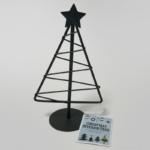 セリアの『クリスマスインテリアツリー』がミニサイズの黒いシルエットで可愛い!