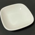 ニトリの『8cm角皿』が白い醤油皿のサイズ感でシンプルで使いやすい!