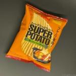 カルビーの『スーパーポテト ガーリックバター味』が濃いガーリックの味で超おいしい!