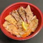 はま寿司の『海鮮レアステーキ丼』が炙りガーリック味で超おいしい!
