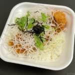 かつやの『塩カツ丼弁当』が塩ダレに水菜と大根も乗って超おいしい!