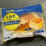 ヤマザキの『北海道チーズ蒸しケーキのとろけるぷりん』が底にカスタードプリンで超おいしい!