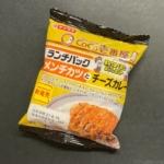 ヤマザキの『ランチパック メンチカツとチーズカレー(CoCo壱番屋監修)』が2種類同時食べで超おいしい!