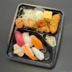 はま寿司の『寿司弁当(から揚げ)』が寿司7貫と唐揚げのセットでワンコインで超おいしい!