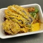 丸亀製麺の『秋野菜の天ぷらと定番のおかずのうどん弁当』が秋なす天とまいたけ天が大きくて超おいしい!